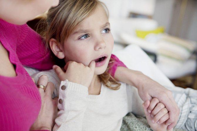 Герпес в роті у дорослих і дітей: лікування, як виглядає герпес на небі, яснах, слизовій оболонці рота